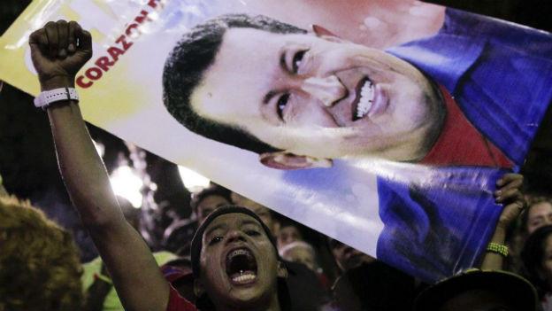 Anhänger des verstorbenen Hugo Chavez auf dem Bolivar-Platz in Caracas