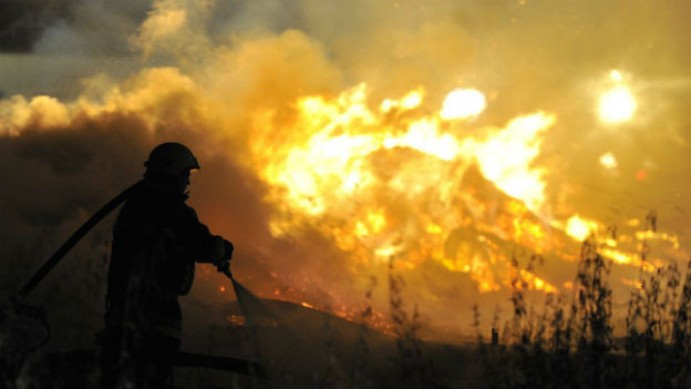 In Krisen, Katastrophen und bei grossen Unfällen (hier der Grossbrand auf dem Saurer-Areal in Arbon TG am 19. August 2012) ist solide Kommunikation besonders wichtig