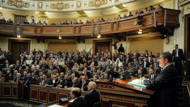 Präsident Mursi spricht im Dezember 2012 vor Parlamentsmitglieder
