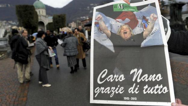 """Eine Sonderausgabe der Zeitung """"Mattino della Domenica"""" mit dem Porträt des verstorbenen Lega-Gründers Giuliano Bignasca an dessen Beerdigung am 9. März 2013"""