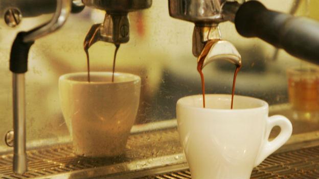 Abwarten und Kaffee trinken - die Devise in Italien.