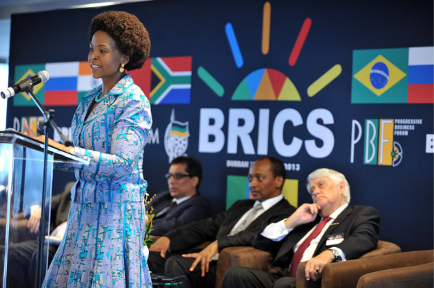 Südafrikanische Ministerin hält Rede am BRICS-Gipfel.