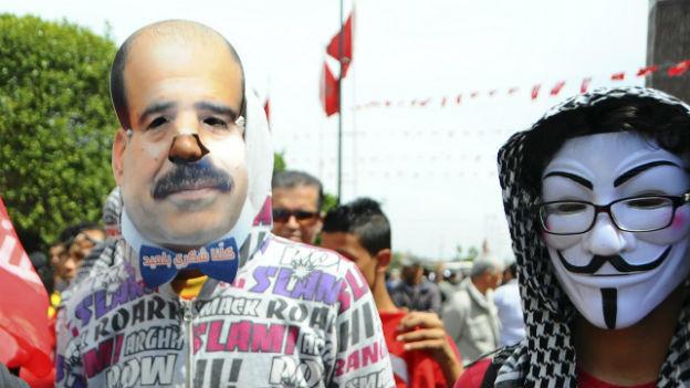 Protestierende in Tunis verlangen Aufklärung des Mordes.