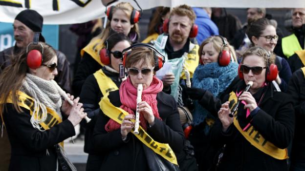 Spielen aber nicht zuhören: Lehrer protestieren in Dänemark.