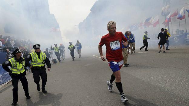 Anschläge in Boston: Marathonläufer kurz nach den Explosionen.