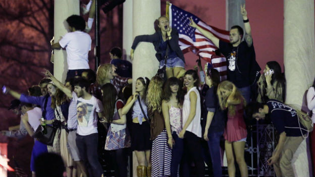Auf den Strassen von Boston feiern die Menschen