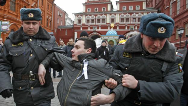Von der Polizei verhaftet: Demonstrant der russischen Opposition im April 2012.