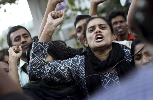 Textilarbeiterinnen wehren sich gegen die Arbeitsbedingungen.