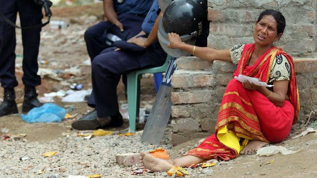 Eine Frau hat beim Einsturz der Textilfabrik in Bangladesh ihren Mann verloren
