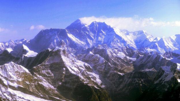Für Bergsteiger aus dem Westen ein Magnet, für die Sherpas ein Wirtschaftsfaktor: Der Mount Everest.
