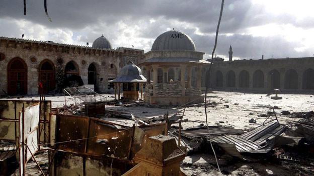 Bild der berühmten aus dem 12. Jahrhundert stammenden Umayyaden-Moschee in Aleppo, die durch Beschuss am 13. Mai 2013 beschädigt wurde.