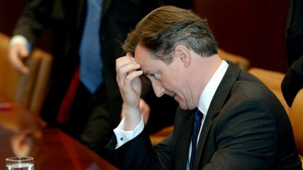 In der Zwickmühle: Die Kritik aus den eigenen Reihen bereitet Cameron zunehmend Kopfschmerzen.