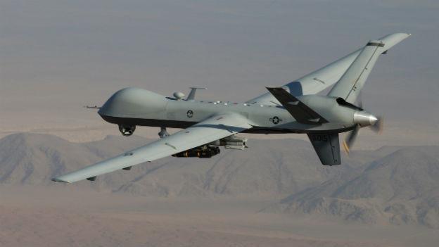 Eine US-amerikanische Drohne in der Luft über Afghanistan.