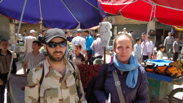 Petra Ramsauer auf dem Markt in Aleppo (rechts): Früchte und Gemüse kosten bis zu viermal mehr.