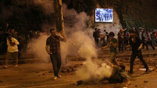 Tränengas gegen Demonstranten im Stadtteil Besiktas in Istanbul.