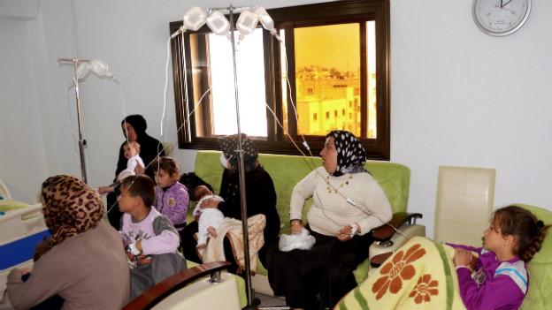 Immer wieder machen in Syrien Gerüchte über chemische Kampfstoff-Einsätze die Runde - hier im März 2013 in Aleppo.