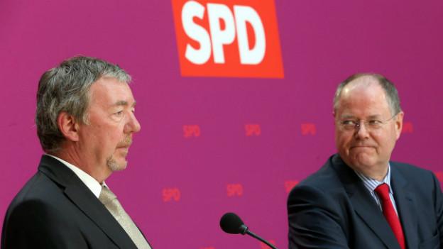 SPD-Kanzlerkandidat Peer Steinbrück (rechts) mit dem Nachfolger von Mediensprecher Michael Donnermeyer: Rolf Kleine.