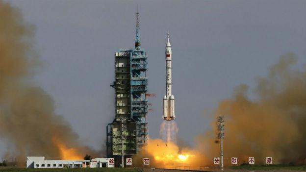 Erfolgreicher Start für die Rakete «Shenzhou 10».