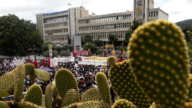 Protest vor dem ERT-Hauptgebäude in Athen.