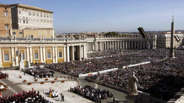 Pilger auf dem Petersplatz.