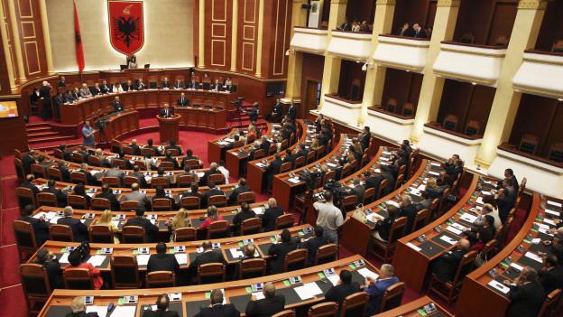 Das albanische Parlament in Tirana.