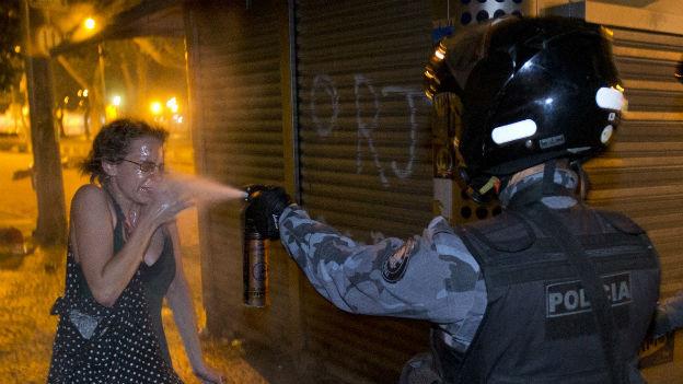 Rio de Janeiro: Polizei geht gegen Demonstranten vor