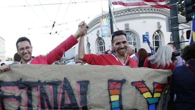 Nach dem Entscheid des Obersten Gerichts, gleichgeschlechtliche Ehen zuzulassen wird am 26. Juni in San Francicso gefeiert