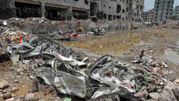 In dieser Textilfabrik in Bangladesch gab es keine Notausgänge. Über 1000 Personen kamen bei einem Brand ums Leben.
