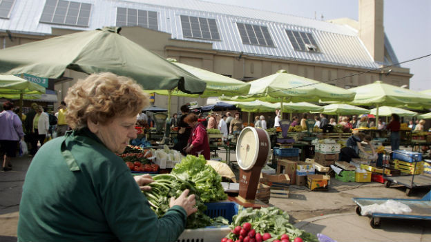 Gemüsemarkt beim Bahnhof Riga.