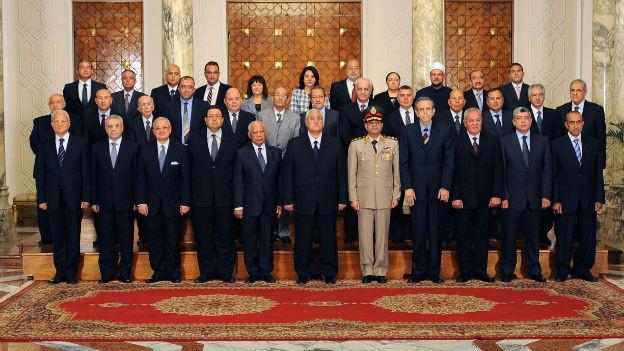 Die ägyptische Regierung mit Technokraten, Armee-Beteiligung, aber ohne Islamisten.