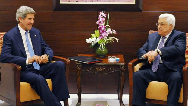 Sondierung für Nahost-Friedensgespräche: John Kerry bei einem Treffen mit Palästinenserpräsident Mahmud Abbas am 19.7.2013.