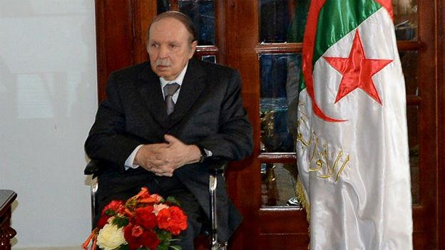 Präsident Bouteflika wurde nach einem Schlaganfall in Paris behandelt.