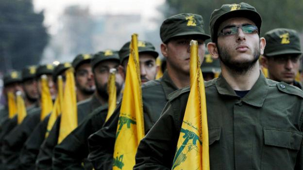Hisbollahkämpfer bei einer Parade.