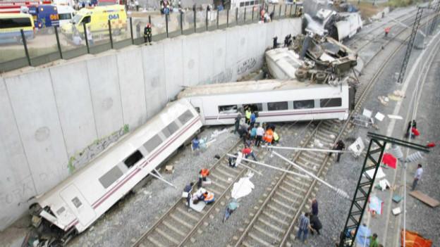 Beim Zugunglück im Nordwesten Spaniens kommen dutzende Menschen ums Leben.