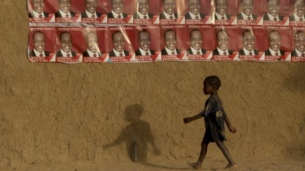 Wahlplakate in Gao in Mali.