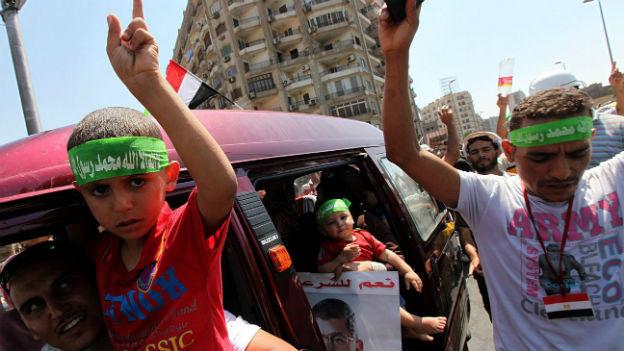 Ägypten vor der Zerreissprobe: im Bild protestierende Mursi-Anhänger