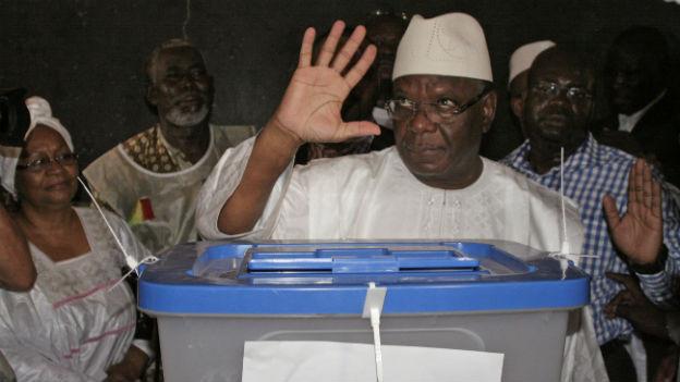 Malis neuer Präsident? Ibrahim Bubakar Keita gibt seine Stimme ab.
