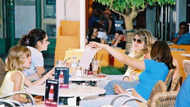 Ein Café in der Hafenstadt Patras.