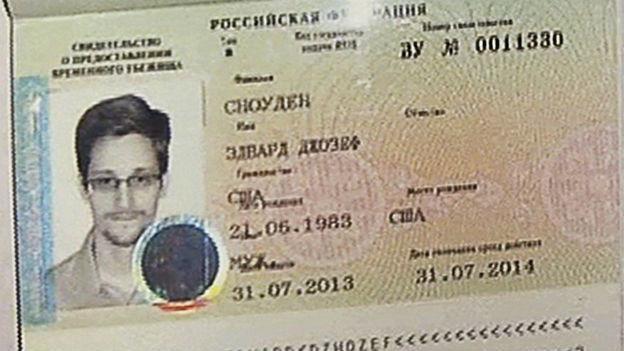 Vorläufiges Asyl: russische Papiere für Edward Snowden.