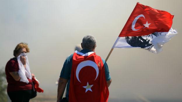 Gegen Wasserwerfer und Tränengas: Proteste nach Ergenekon-Urteilen.