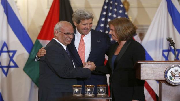 John Kerry mit Tzipi Livni und Saeb Erehat