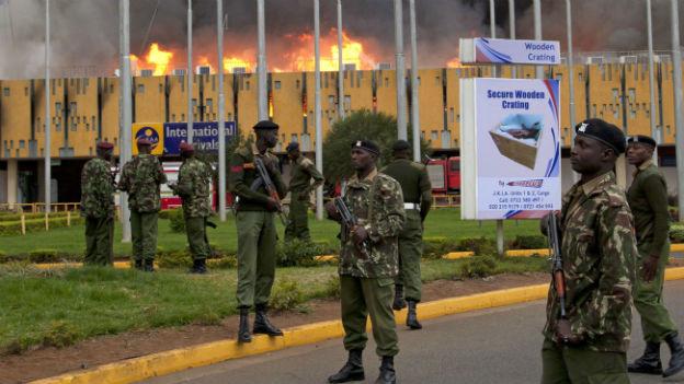 Nairobis Flughafen im Vollbrand.