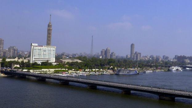 Die Ägyptische Hauptstadt Kairo mit dem Nil im Vordergrund.