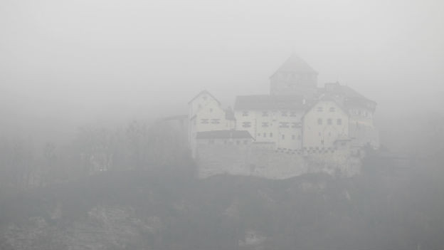 Nebel über dem Schloss Vaduz