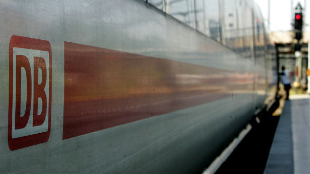 Keine Züge weil ferien- und krankheitsbedingt Fahrdienstleiter fehlen.