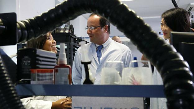 Präsident Hollande auf Firmenbesuch nahe Paris.