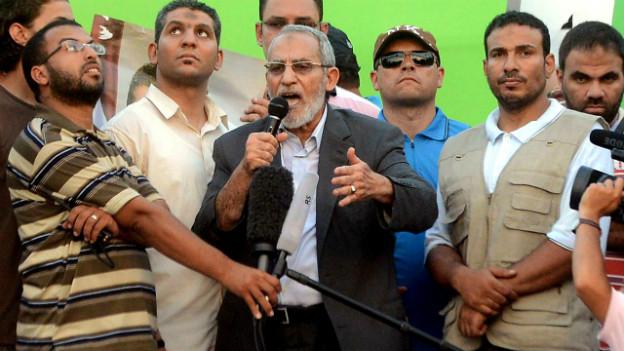Der Chef der Muslimbrüder, Muhammad Badie wurde von der Armee verhaftet.