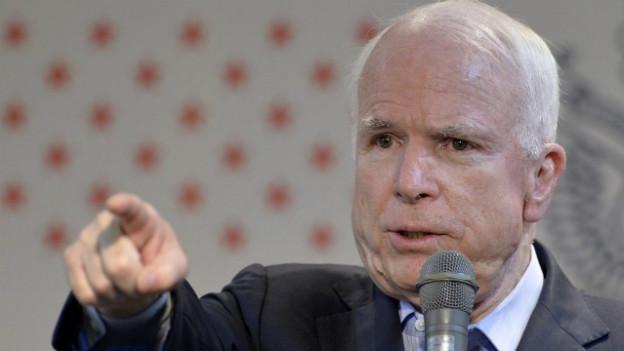 Senator McCain fordert von US-Präsident Obama ein militärisches Eingreifen in Syrien.