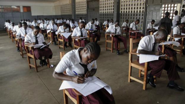Liberia: alle 25'000 Uni-Anwärterinnen und Anwärter haben die Aufnahme nicht bestanden.