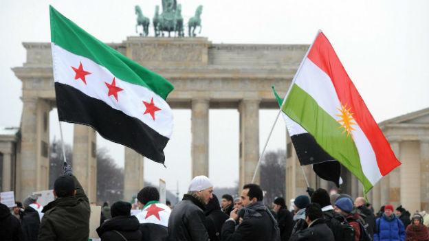 Syrische Demonstranten vor dem Brandenburger Tor im Februar 2012.